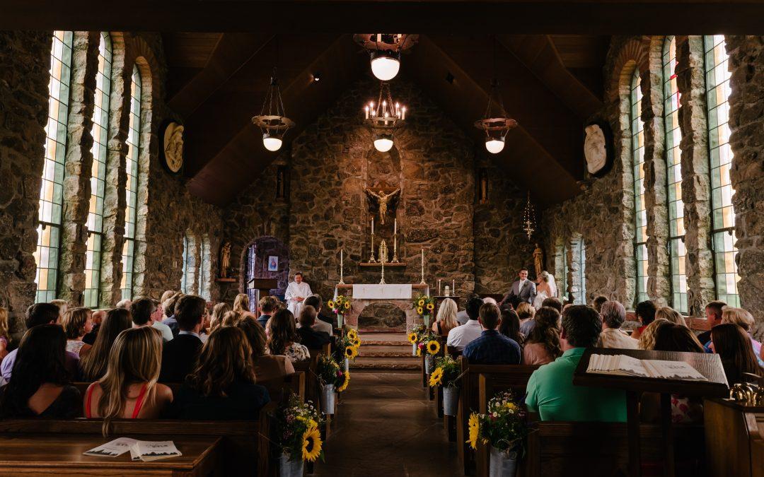Jakie sprawy ślubne trzeba załatwić z dużym wyprzedzeniem